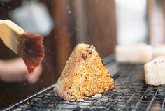身も心も、ほぐれるおいしさ! 江戸の風情を感じるまちで味わう絶品の〈ねこまんま焼きおにぎり〉|埼玉づくり|「colocal…