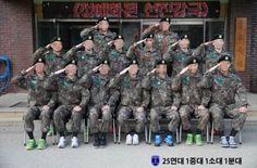 BIGBANGのT.O.P(赤丸で囲んだ人物、写真提供=論山陸軍訓練所)