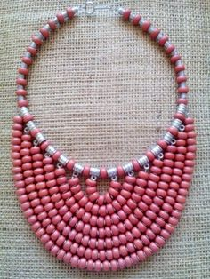 Very interesting necklace Diy Jewelry Necklace, Bead Jewellery, Necklace Designs, Clay Jewelry, Jewelry Crafts, Beaded Jewelry, Jewelery, Silver Jewelry, Beaded Necklace