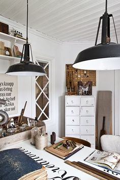 Home Shabby Home: Brocante Home Office Home Office Inspiration, Workspace Inspiration, Interior Inspiration, Industrial Home Offices, Industrial House, Industrial Lighting, Industrial Furniture, Rue Verte, Shabby Home