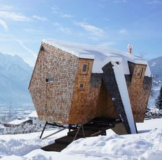 Ufogel is an asymmetric Alpine cabin by Austrian architect Peter Jungmann.