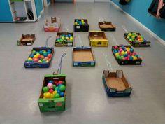 Cajas de cartón y pelotas Preschool Math Games, Montessori Activities, Infant Activities, Learning Activities, Activities For Kids, Reggio Emilia, Toddler Gifts, Toddler Toys, Brain Gym