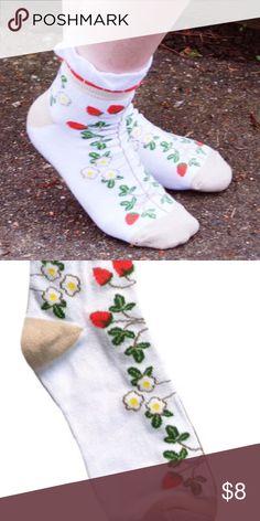 ⚜Crew Socks in Strawberries⚜ Beautiful crew socks in Strawberries designed in Seattle. Material content: 80% Cotton 15% Nylon 5% Spandex Made in China Peony and Moss Accessories Hosiery & Socks