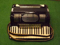 Ioriana, Ladies accordion. Italy (1950s/60s)