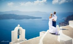 Greece has always been known as a destination which offers a lot more than expected. For all the honeymooners Greece is always an option which they can visit. Greece Destinations, Honeymoon Destinations, Santorini Photographer, Santorini Wedding, Blue Dream, Most Romantic, Wedding Photography, Photoshoot, Island