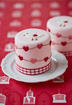 Bird & Hearts Mini Cakes: