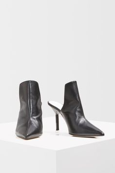 Reach new levels of luxe with these high-front mules; set to be your new season essential in leather. Topshop Style, Topshop Outfit, Topshop Unique, Sock Shoes, Black Boots, Asos, Footwear, Clothes For Women, Carousel