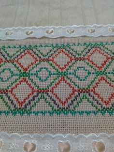 Swedish Weaving Patterns, Swedish Embroidery, Diy And Crafts, Cross Stitch, Crochet, Music, Face Towel, Simple Crochet Blanket, Crochet Shell Stitch