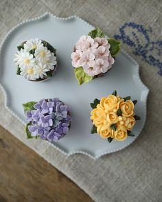 차가운 날이지만 웃으며 즐거웠던  _ 3rd. Basic class Buttercream flowercake  _ #buttercreamcake #buttercreamflowercake #koreaflowercake #koreanflowercake #flowercake #플라워케이크 #플라워케익 #대구플라워케이크 #메종올리비아 #버터크림케이크 #버터크림플라워케이크 #버터케익 #버터크림플라워케익 Cupcakes Flores, Floral Cupcakes, Floral Cake, Fondant Cupcakes, Yummy Cupcakes, Cupcake Cakes, Flower Pot Cake, Decorator Frosting, Jelly Cake
