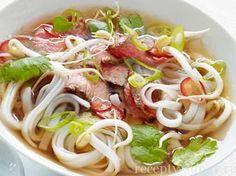 вьетнамский суп фо с курицей с рисовой лапшой фото