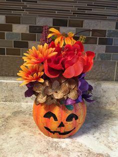 Posts about Halloween written by aninspiring editors Halloween Eyeballs, Scary Halloween Costumes, Halloween Cat, Halloween Makup, Halloween Decorations, Firefighter Halloween, Art For Kids, Crafts For Kids, Holiday Writing