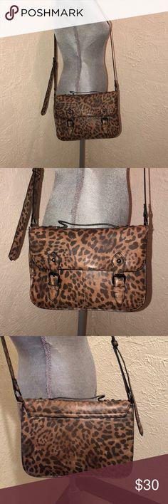 Top Shop Leopard Print Cross Body Purse Top Shop Leopard Print Cross Body Purse• EUC Top Shop Bags Crossbody Bags