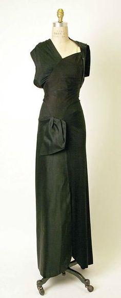 Charles James (American, born Great Britain, 1906–1978), Evening dress, 1947, silk. Gift of Mrs. William Woodward Jr., 1964.