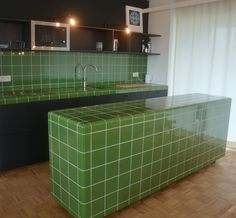 Kitchen in Dtile colour green