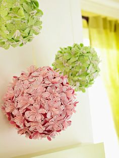 pink and green foam balls covered in fabric flowers hang from ribbon to create sculptural artwork. Home Crafts, Crafts For Kids, Diy Crafts, Summer Crafts, Diy Flowers, Fabric Flowers, Hanging Flowers, Felt Flowers, Styrofoam Ball