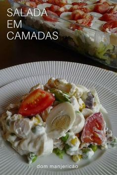 A colourful salad made with simple ingredients. Healthy Menu, Healthy Eating, Healthy Recipes, I Love Food, Good Food, Cocina Light, Tomato Salad Recipes, Menu Dieta, Vegetarian Lunch