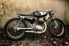 HONDA-CG125-Cafe-Racer-1981
