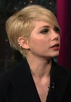LE FASHION BLOG MICHELLE WILLIAMS DAVID LETTERMAN SHOW CBS FEBRUARY 2013 HAIRCUT SHORT ASYMMETRICAL BOB REPOSSI BERBERE DIAMOND GOLD MULTI HOOP EAR CUFF PROMOTING MOVIE FILM WIZARD OF OZ SUIT DRESS 3