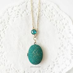 Elegant Beautiful and Chic! Vintage Style Teal Locket Necklace by Jewelsalem