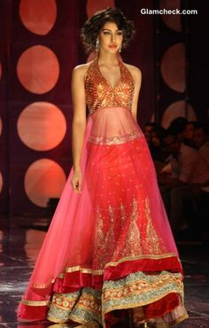 Jyotsana Tiwari Collection at IBFW 2013. South Asian bridal. Not a fan of the blouse piece. Lengha is nice though!