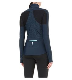 Keep out the cold with Sweaty Betty's stretch-jersey pullover. Ideal for outdoor styling, this long-sleeved separate features unique colour contrast panelling which sculpts the frame while the reflective sections reveal a sports-luxe aesthetic. Team Wear, Sport Wear, Ws Sport, Sport Fashion, Fitness Fashion, Sports Women, Sports Tops, Estilo Fitness, Athleisure Wear