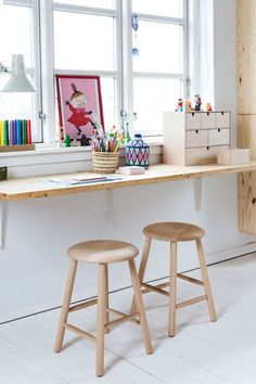 modern kid desk area, modern kid activity table, built in desk in minimalist kid room, modern playroom design, scandinav Modern Kids Desks, Modern Playroom, Modern Room, Modern Table, Bonus Room Design, Kids Room Design, Playroom Design, Design Bedroom, Playroom Organization