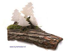 Kerststuk gemaakt van schors, papier en ijzerdraad. zie voor meer leuke ideeën www.bijtantedoor.nl