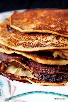 OMENA-KANELIOHUKAISET  1-2 annosta eli noin kymmenkunta lettua      3 keskikokoista luomumunaa     ~1 dl makeuttamatonta omenasosetta (esim. Terrasana)     ~1/2 dl mantelijauhoa     1/2 tl leivinjauhetta     luraus kookosmaitoa/-kermaa     1-2 tl CocoVin kookosöljyä     hieman himalajansuolaa     maustamiseen maun mukaan ceyloninkanelia     (makeutukseen tarvittaessa pari teelusikallista vaahterasiirappia)