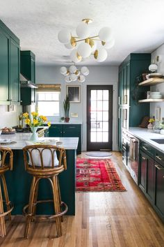Home Decor Inspiration .Home Decor Inspiration Küchen Design, Home Design, Design Ideas, Dark Green Kitchen, Kitchen White, Kitchen Design Open, Open Kitchen, Kitchen Soffit, Cheap Kitchen