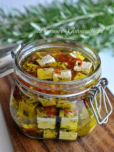 """Pickled feta cheese in olive oil - vegan """"cheese"""" recipes - Salat Cheese Appetizers, Vegan Appetizers, Appetizers For Party, Appetizer Recipes, Cucumber Appetizers, Vegan Cheese Recipes, Healthy Recipes, Diy Food, Finger Foods"""