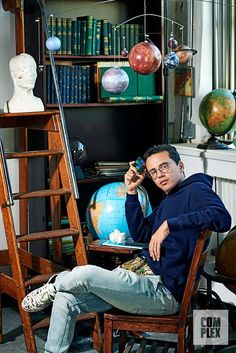 Listen to every Logic track @ Iomoio Logic Rapper Wallpaper, Boys Wallpaper, Logic Music, Robert Bryson Hall, Young Sinatra, Space Backgrounds, Iphone Backgrounds, Music Wall, Acrylic Painting Canvas