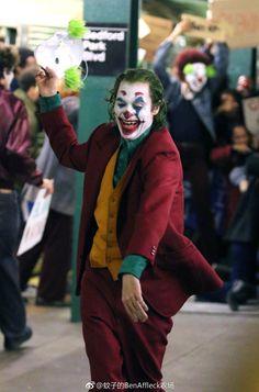 Joaquin Phoenix, Nicki Ledermann, and Todd Phillips in Joker Joker Film, Joker Dc, Joker And Harley Quinn, Joaquin Phoenix, Joker Hd Wallpaper, Joker Wallpapers, Perfect Image, Perfect Photo, Jokers