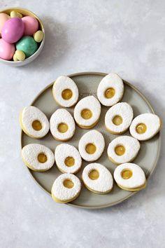 Einfache Plätzchen für Ostern: Ostereier Plätzchen mit Marmelade.