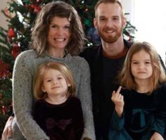 27 Funny & Creepy Family Christmas Photos - Team Jimmy Joe
