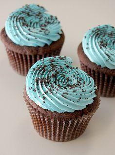 I need a signiture frosting technique. I like this one... I'm finding I use too much frosting the high I go.