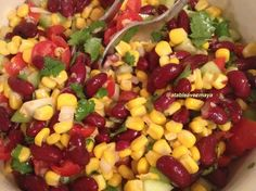 Salade de maïs et haricots rouges à la mexicaine : la recette facile vegetarisch lifestyle recipes grillen rezepte rezepte schnell Healthy Eating Tips, Healthy Salad Recipes, Healthy Nutrition, Vegetarian Recipes, Healthy Food, Detox Recipes, Mexican Salads, Mexican Food Recipes, Mexican Corn