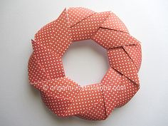Origami modular holiday wreath.  Photo instructions.  I love this 3-D woven look.