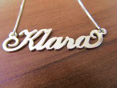 Verižica z imenom Klara http://bromelia.si/zenski-nakit/ogrlice/ogrlice-z-imenom