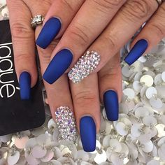 nails navy blue and white - nails navy blue _ nails navy blue and silver _ nails navy blue and gold _ nails navy blue matte _ nails navy blue dress _ nails navy blue and pink _ nails navy blue and white _ nails navy blue design Blue And Silver Nails, Royal Blue Nails, Navy Blue Nails, Acrylic Nails Coffin Glitter, Blue Coffin Nails, Glitter Art, Blue Glitter, Prom Nails, Wedding Nails