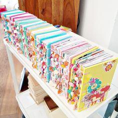 Handmade Journals, Handmade Books, Handmade Crafts, Handmade Rugs, Mini Scrapbook Albums, Mini Albums, Book Crafts, Paper Crafts, Diy Craft Journal