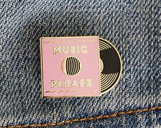 Music Please Vinyl Record Enamel Pin by paperparasolpress on Etsy Bag Pins, Jacket Pins, Ideias Diy, Cool Pins, Metal Pins, Pin And Patches, Stickers, Pin Badges, Lapel Pins
