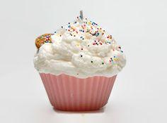 Etsy の Jumbo Sugar Cookie Cupcake Candle by CandlelitDesserts