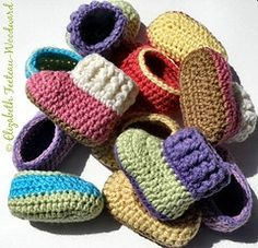crochet infant bootie-slippers as gifts for the new baby in the family or to give to the local women's shelter--links to a free pattern.