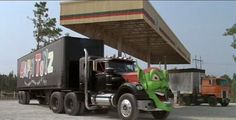 The Green Goblin Truck from Maximum Overdrive. This Ringleader of the animated trucks who took over the Dixie boy truck shop Big Rig Trucks, Semi Trucks, Film Cars, Movie Cars, Maximum Overdrive, Top Ride, Badass Movie, Custom Big Rigs, Green Goblin
