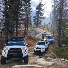 Caravan on point 4 Runners taking on the trail. Toyota 4x4, Toyota Girl, Toyota 4runner Trd, Toyota Trucks, Toyota Tundra, Daihatsu, Motocross, Tacoma Truck, Lux Cars