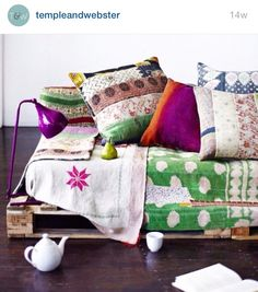Home Interior Classic Palette sofa with kanthas Similar kantha bedspreads from Decorator's Notebook www. Interior Flat, Estilo Interior, Interior And Exterior, Deco Boheme, Bohemian Interior, Bohemian House, Kantha Quilt, Mid Century Style, Wooden Pallets
