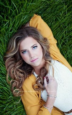 Senior Photo Shoot Ideas For Girls Senior Photo Shoot Ideas For Girls More from my site Senior photos. senior outfit i… retratos femininos Senior Portraits Girl, Senior Girl Poses, Girl Senior Pictures, Senior Portrait Photography, Senior Girls, Girl Photos, Photography Poses, Senior Posing, Senior Pictures Books
