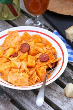 A legjobb bográcsos kaja: slambuc Thai Red Curry, Hamburger, Food And Drink, Cooking Recipes, Fruit, Ethnic Recipes, Street, Foods, Drinks
