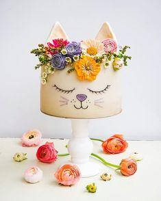I'm pretty sure everything is cuter with a flower crown…including this spect… Ich bin mir ziemlich sicher, dass mit einer Blumenkrone alles niedlicher ist … [. Fancy Cakes, Cute Cakes, Pretty Cakes, Beautiful Cakes, Bolo Halloween, Cat Birthday, Little Girl Birthday Cakes, Pretty Birthday Cakes, Birthday Cake With Flowers