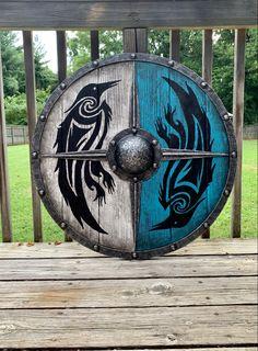 Viking Raven, Viking Shield, Viking Life, Viking Art, Viking Cosplay, All Assassin's Creed, Celtic Tattoos, Celtic Art, Fantasy Weapons